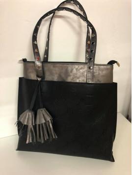 Športovo-elegantná kabelka v čiernej farbe
